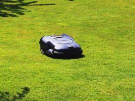 Skal man vælge en robot plæneklipper?